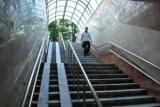 Лестницы в переходах будут оборудовать поручнями в середине