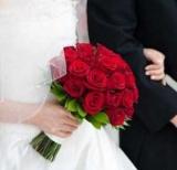 Свадебный букет невесты из красных роз: фото